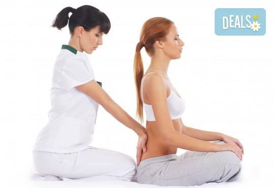 Топъл нервно-мускулен масаж със свещ и консултация с кинезитерапевт в студио за красота Secret Vision - Снимка 2