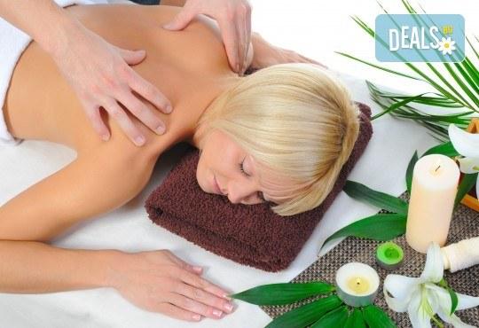 Топъл нервно-мускулен масаж със свещ и консултация с кинезитерапевт в студио за красота Secret Vision - Снимка 1