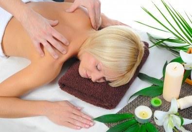 Топъл нервно-мускулен масаж със свещ и консултация с кинезитерапевт в студио за красота Secret Vision - Снимка