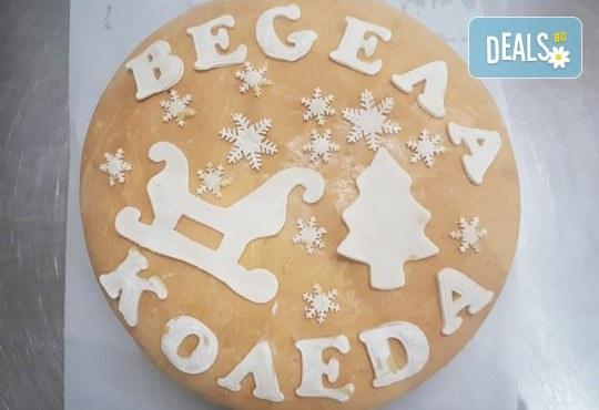 Празниците идват! Голяма празнична погача, 1.500 или 2.000 кг., с надпис Весела Коледа или ЧНГ 2018, орнаменти и паричка от Пекарна Слънце! - Снимка 2