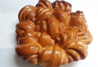 Френска погача с масло за семейни празници, 1.500 или 2.000 кг., + паричка от Пекарна Слънце! - Снимка