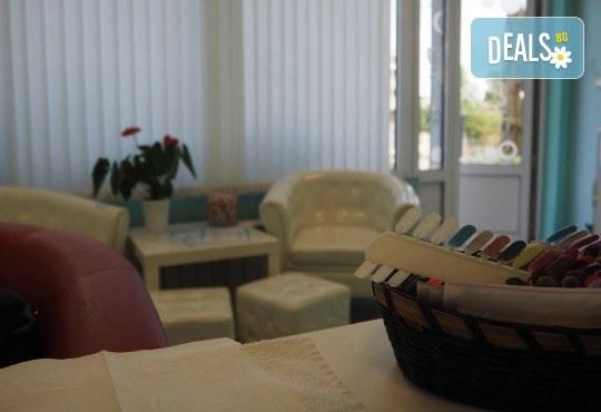 Влезте във форма за посрещането на Нова година! Вземете ексклузивна оферта за комбиниран масаж на цяло тяло и антицелулитен лимфодренажен масаж от студио Easy Spa! - Снимка 5