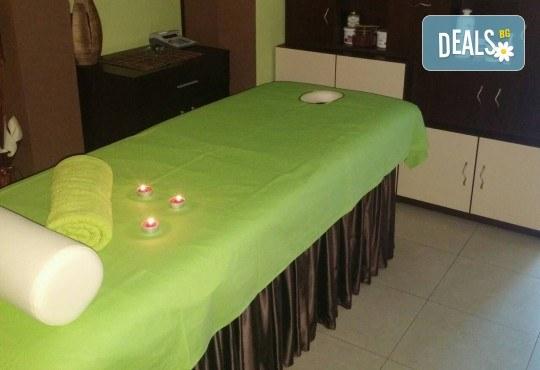 Масаж на гръб и ръце или гръб и стъпала с топла ароматна свещ в масажно студио Боди баланс - Снимка 3