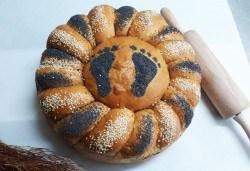 Погача с орнаменти за рождени дни, кръщенета, сватби, освещаване и други празнични поводи от Пекарна Слънце! - Снимка