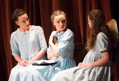 На театър с децата! Гледайте Алиса в страната на чудесата на 23.12.от 11 ч. в Младежки театър, голяма сцена! 1 билет - Снимка