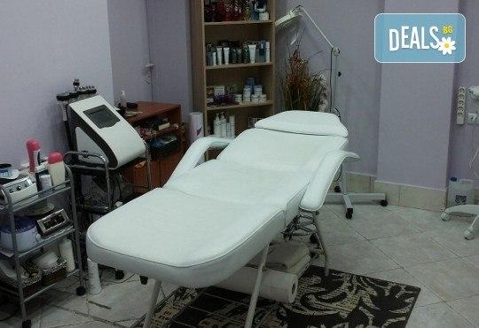 Почистване на лице и колагенова мезотерапия или антиакне терапия с био козметика на водещата немска фирма Dr. Spiller в козметично студио Beauty - Снимка 6