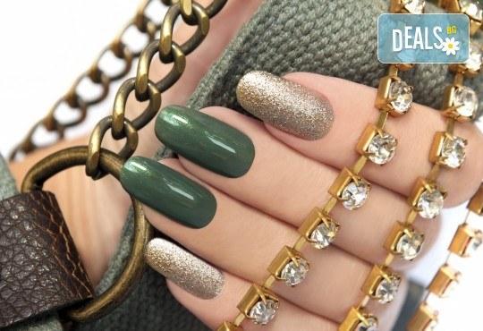 Поставяне на гел върху естествен нокът, маникюр с гел лак Elite99 и 2 декорации - рисунки във фризьорски салон Даяна! - Снимка 3
