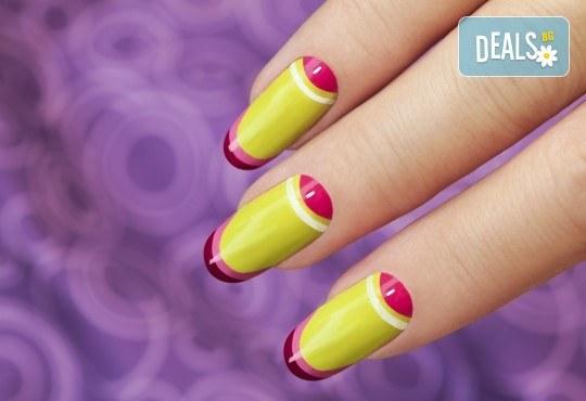 Поставяне на гел върху естествен нокът, маникюр с гел лак Elite99 и 2 декорации - рисунки във фризьорски салон Даяна! - Снимка 1