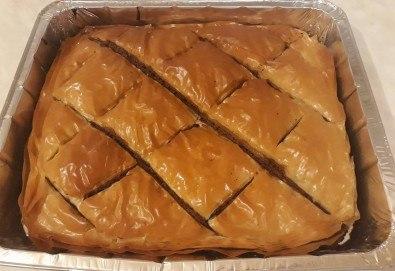 3 кг. домашна баклава с орехи по стара българска рецепта, празнично предложение на Работилница за вкусотии Рави!
