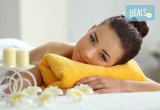 Луксозна грижа! Релаксиращ масаж на цяло тяло с масло от арган + подарък: масаж на лице от Beauty Studio Mom´s Place! - Снимка 2