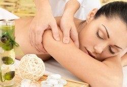 Релаксирайте за час с класически масаж на цяло тяло в салон за красота Слънчев ден - Снимка
