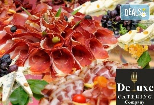 75 или 125 броя коктейлни хапки с богати и разнообразни вкусове, красиво аранжирани и готови за сервиране от Делукс Кетъринг Къмпани! - Снимка 1