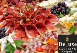 75 или 125 броя коктейлни хапки с богати и разнообразни вкусове, красиво аранжирани и готови за сервиране от Делукс Кетъринг Къмпани! - Снимка