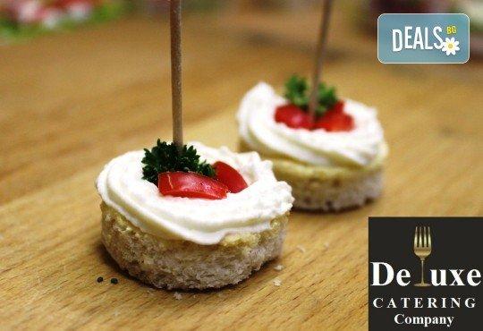100 или 150 апетитни коктейлни хапки с разнообразни и деликатно подбрани вкусове от Делукс Кетъринг Къмпани + възможност за доставка! - Снимка 2