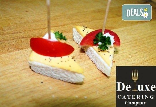 100 или 150 апетитни коктейлни хапки с разнообразни и деликатно подбрани вкусове от Делукс Кетъринг Къмпани + възможност за доставка! - Снимка 5
