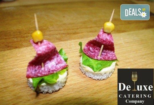 100 или 150 апетитни коктейлни хапки с разнообразни и деликатно подбрани вкусове от Делукс Кетъринг Къмпани + възможност за доставка! - Снимка 6
