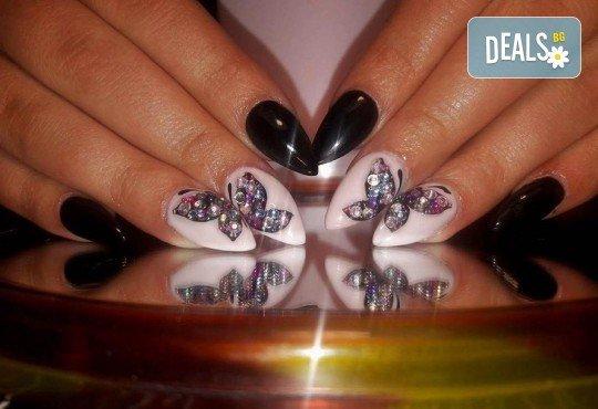 Красиви ръце! Дълготраен маникюр с гел лак Le Vole и 2 декорации в Студио за маникюр Vess Nails - Снимка 11