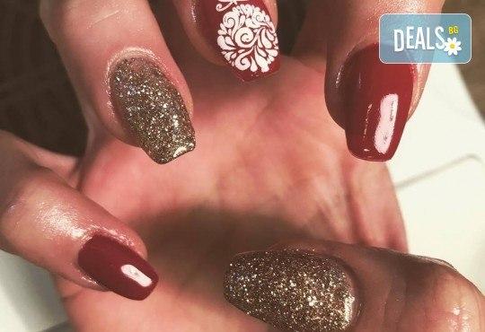 Красиви ръце! Дълготраен маникюр с гел лак Le Vole и 2 декорации в Студио за маникюр Vess Nails - Снимка 15