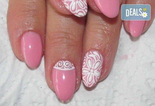Красиви ръце! Дълготраен маникюр с гел лак Le Vole и 2 декорации в Студио за маникюр Vess Nails - Снимка 1