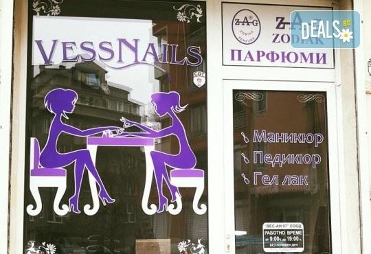 Красиви ръце! Дълготраен маникюр с гел лак Le Vole и 2 декорации в Студио за маникюр Vess Nails - Снимка 17