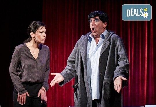 """Гледайте """"Като трохи на прозореца"""", постановка на Малин Кръстев, на 29.12. от 19 ч. в Младежки театър! Премиера за сезона! - Снимка 6"""