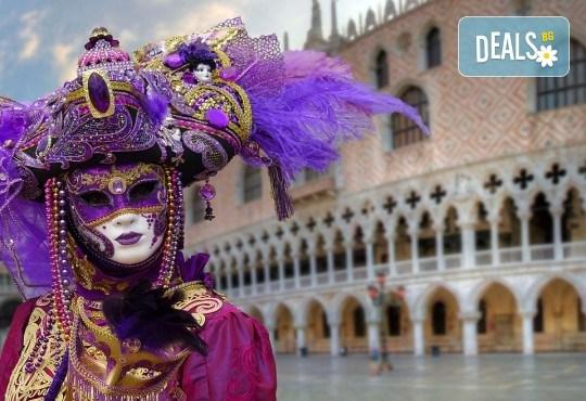 На Карнавал във Венеция с Дари Травел! Транспорт със самолет и автобус, 2 нощувки със закуски в хотели 2/3*, водач и обиколка на Верона - Снимка 2