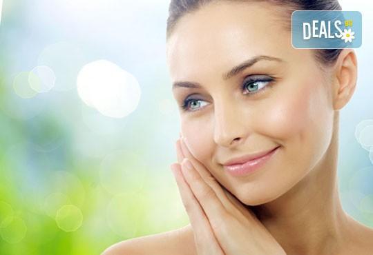 Мануално почистване на лице в 12 стъпки и подарък по избор в Beauty Studio Mom´s Place! - Снимка 2