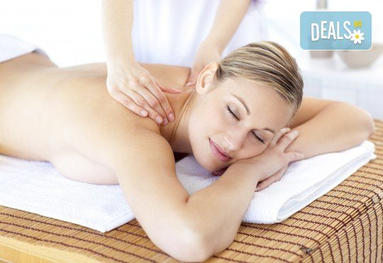 СПА терапия със златни частици! Релаксиращ масаж на цяло тяло с масло, наситено със златни частици + регенерираща златна маска на лице и деколте и зонотерапия в Massage and therapy Freerun! - Снимка 3