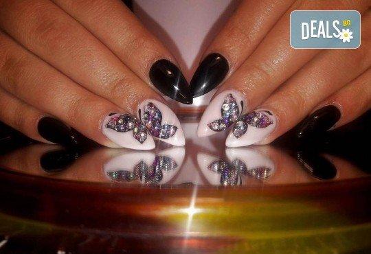 Прекрасни ръце! Дълготраен маникюр с гел лак Le Vole и сваляне на гел лак в Студио за маникюр Vess Nails! - Снимка 5