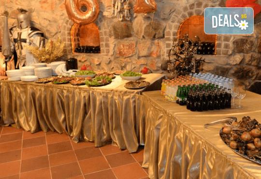 Нова година в замъка Влюбен във вятъра в Равадиново - Новогодишна празнична вечеря, програма с DJ и подарък: сувенир от замъка! - Снимка 2