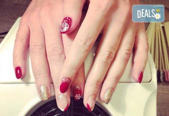 Прекрасни ръце! АРТ маникюр с гел лак, 4 рисувани декорации и арт елементи при маникюрист в Студио за маникюр Vess Nails - Снимка 2
