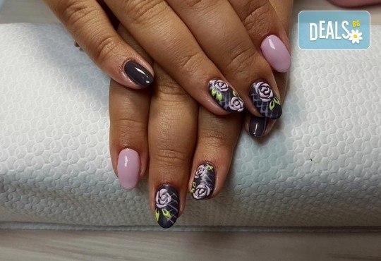 Прекрасни ръце! АРТ маникюр с гел лак, 4 рисувани декорации и арт елементи при маникюрист в Студио за маникюр Vess Nails - Снимка 3
