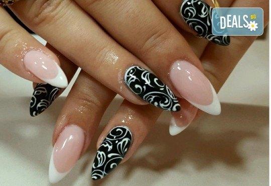 Прекрасни ръце! АРТ маникюр с гел лак, 4 рисувани декорации и арт елементи при маникюрист в Студио за маникюр Vess Nails - Снимка 4