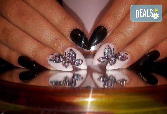 Прекрасни ръце! АРТ маникюр с гел лак, 4 рисувани декорации и арт елементи при маникюрист в Студио за маникюр Vess Nails - Снимка 8
