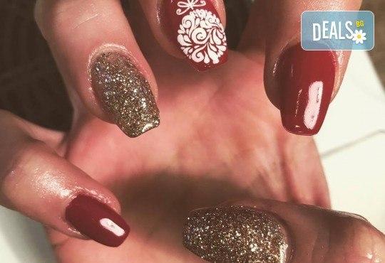 Прекрасни ръце! АРТ маникюр с гел лак, 4 рисувани декорации и арт елементи при маникюрист в Студио за маникюр Vess Nails - Снимка 12