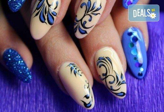 Арт! Маникюр с гел лак и 10 рисувани декорации на супер цена в Студио за маникюр Vess Nails! - Снимка 1