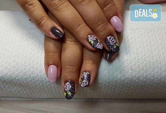 Арт! Маникюр с гел лак и 10 рисувани декорации на супер цена в Студио за маникюр Vess Nails! - Снимка 6