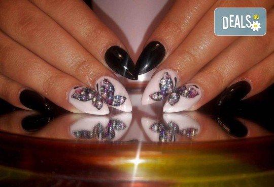 Арт! Маникюр с гел лак и 10 рисувани декорации на супер цена в Студио за маникюр Vess Nails! - Снимка 11