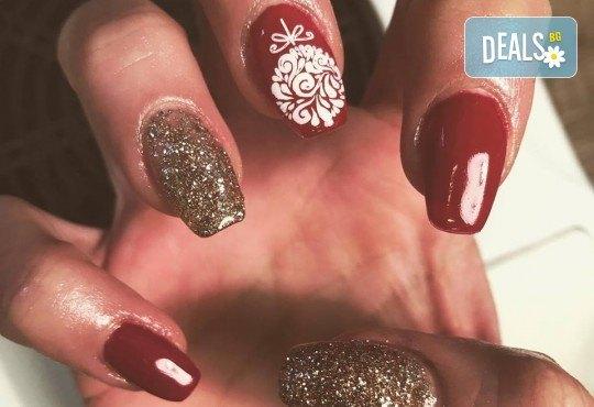 Арт! Маникюр с гел лак и 10 рисувани декорации на супер цена в Студио за маникюр Vess Nails! - Снимка 15