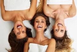 Спа подарък Вашите любими жени! Синхронен релакс масаж за 2 или 3 дами и подарък масаж на лице в Senses Massage&Recreation! - Снимка