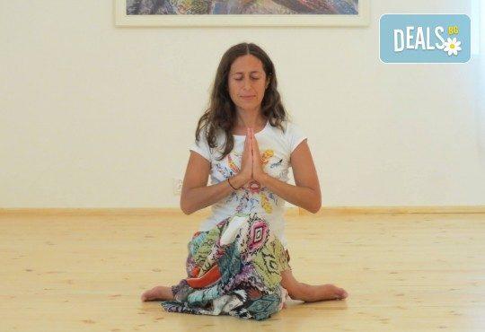 Здраво тяло и спокоен ум! 1 посещение на йога практика по избор в новооткритото йога студио Narayana в центъра на София! - Снимка 10