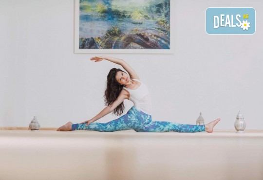 Здраво тяло и спокоен ум! 1 посещение на йога практика по избор в новооткритото йога студио Narayana в центъра на София! - Снимка 3