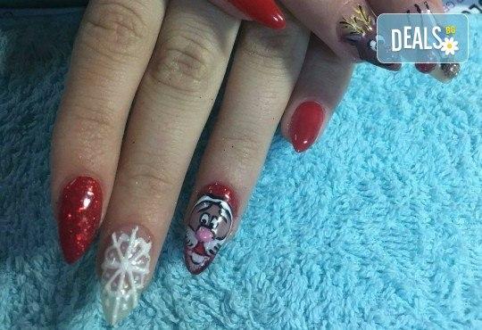 Коледен маникюр с 2 или 4 рисувани декорации: Дядо Коледа, елени, снежинки, елха, 3D топки в салон за красота Miss Beauty! - Снимка 4