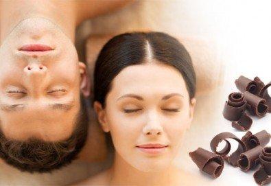 Романтика за Нея и за Него! Пилинг и масаж за двама с бял шоколад, кокос и кафява захар в луксозния Спа център Senses Massage & Recreation! - Снимка
