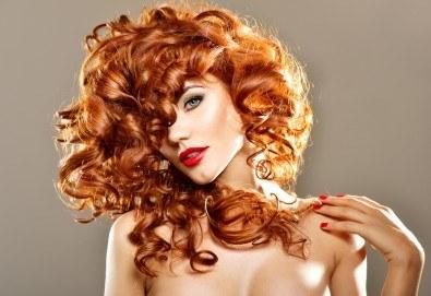Подстригване, боядисване с боя на клиента, възстановяваща терапия със серум и оформяне със сешоар в козметично студио Beauty! - Снимка