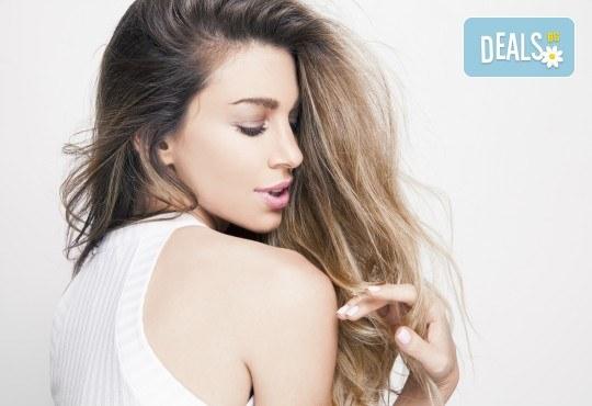 Масажно измиване, възстановяваща терапия за коса, подстригване и оформяне на прическа със сешоар в козметично студио Beauty! - Снимка 1