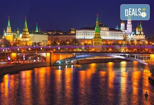 Ранни записвания за Белите нощи в Санкт Петербург, Русия! 5 нощувки със закуски, полет от Бургас с билет, летищни такси, трансфери, водач - Снимка 3