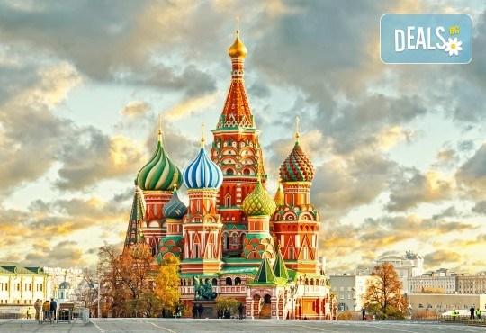 Санкт Петербург и Москва: 6 нощувки и закуски, билет, летищни такси, трансфери и водач