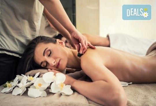 Релаксирайте! Hot stone терапия, масаж на цяло тяло с вулканични камъни + точков масаж на лице и зонотерапия в Massage and therapy Freerun! - Снимка 2