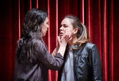 """Гледайте """"Като трохи на прозореца"""", постановка на Малин Кръстев, на 24.01. от 19 ч. в Младежки театър! Премиера за сезона! - Снимка"""
